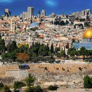 A különböző héber fordítások között időnként előfordulnak művészettel és külkapcsolatokkal kapcsolatos héber fordítások is.