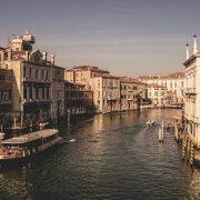 Gyakoriak az olasz kereskedelemmel kapcsolatos fordítások.